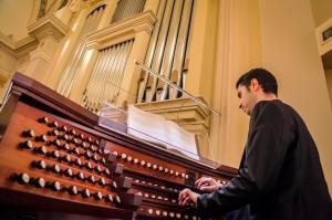 E.Culcasi à l'orgue